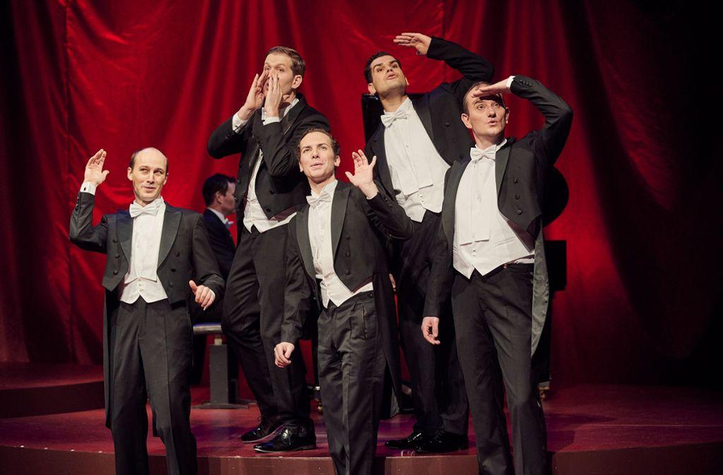 Die Stuttgarter Comedian Harmonists: Tobias Rusnak, Florian Fries (am Piano), Michael Rapke, Marc Trojan, Loïc Damien Schlentz und Tobias Hagge Foto: Martin Sigmund