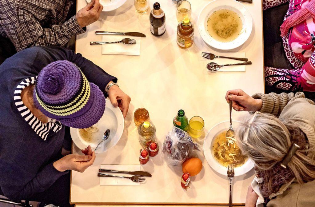 Etwas was Warmes braucht der Mensch. Beim Winteressen in Ditzingen gibt es auch noch mehr als ein warmes Essen. Foto: factum/Weise