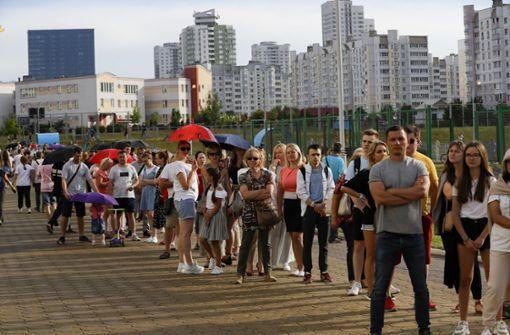 Belarus-Wahl beendet - Zu wenig Stimmzettel für wartende Bürger