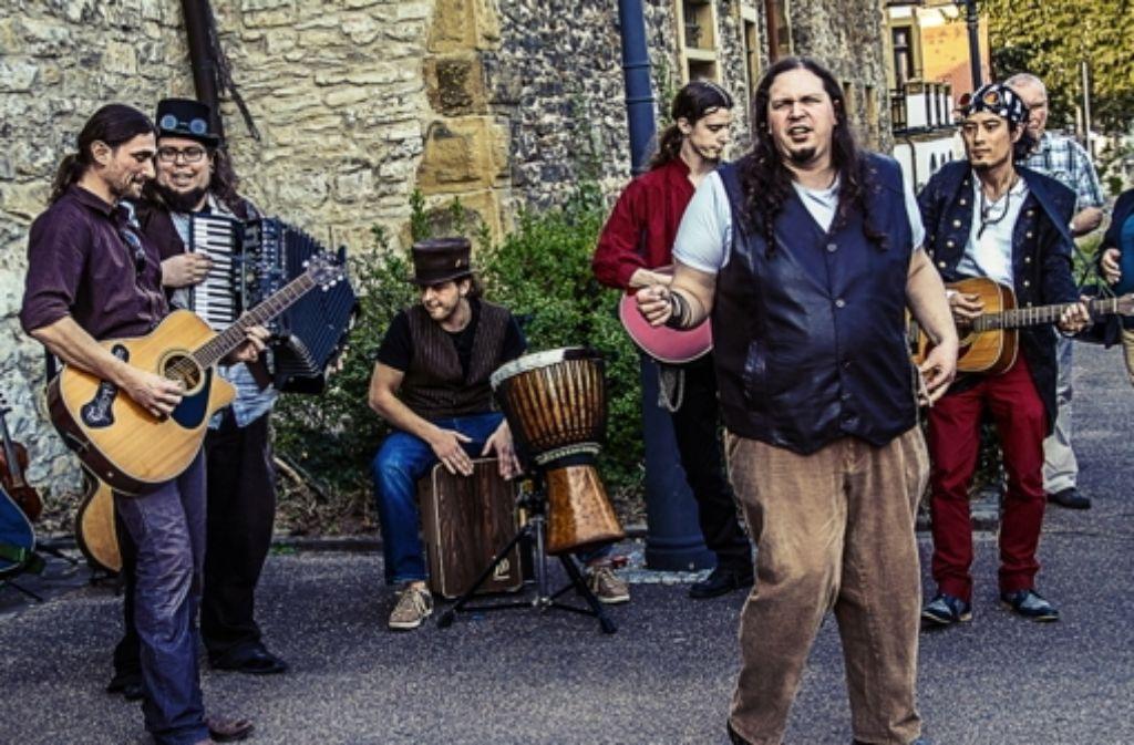 Tales of Nebelheym machen Mittelaltermusik und singen von einer Zeit vor der Industrialisierung. Foto: Promo