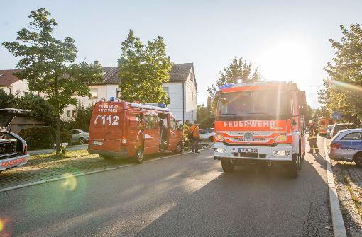 Feuerwehr befreit Bewohner aus brennendem Haus