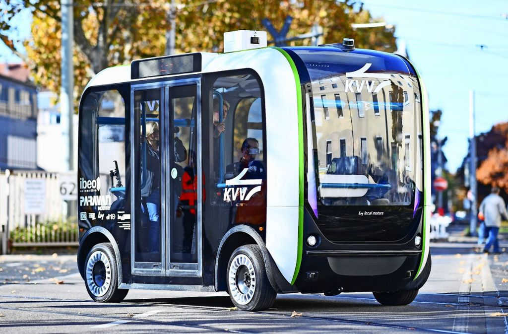 In Karlsruhe wurden autonom fahrende Elektro-Minibusse bereits getestet. Foto: dpa/Uwe Anspach