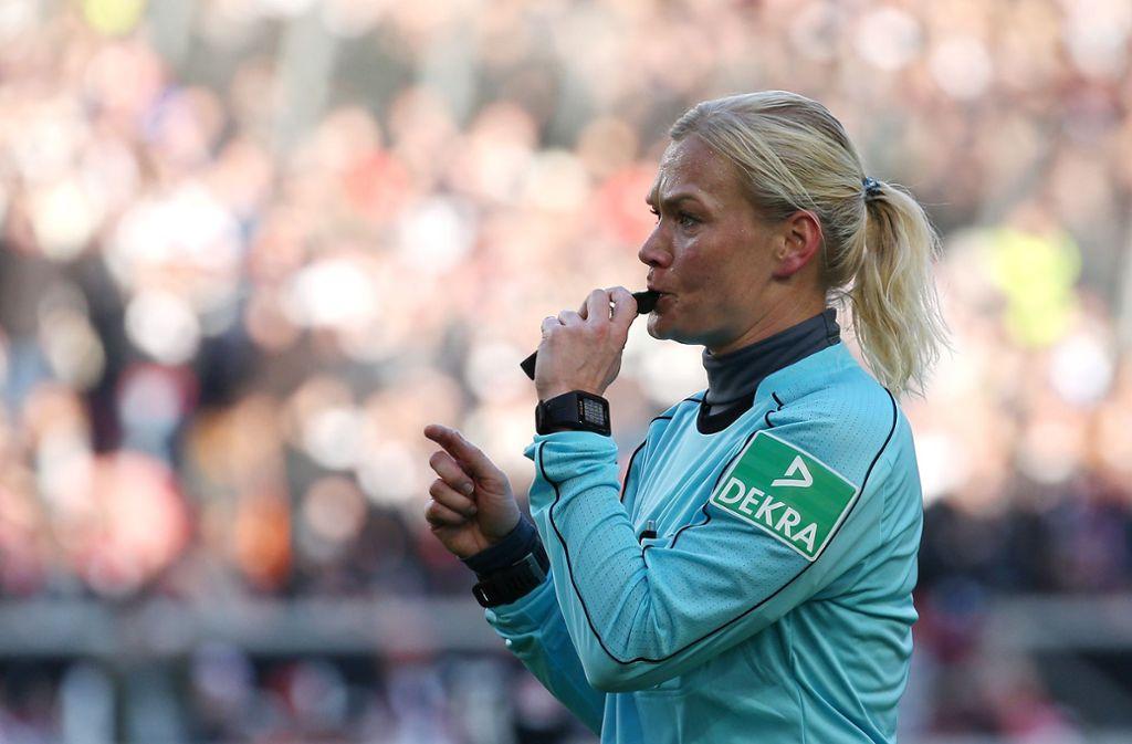 Bibiana Steinhaus wurde in Mönchengladbach von Fans übel beschimpft. Foto: Pressefoto Baumann