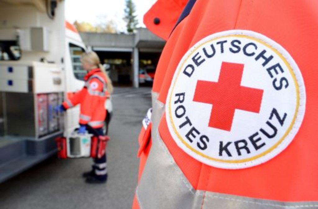 Mit schweren Verletzungen ist am Sonntag ein 26-Jähriger in Ehningen in ein Krankenhaus eingeliefert worden. Er war von einem sechs Meter hohen Dach gestürzt. Foto: dpa/Symbolbild