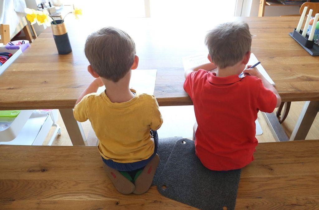 Neben dem Homeoffice auch noch Homeschooling oder Kinderbetreuung – Eltern befinden sich derzeit im Dauerstress. Foto: dpa