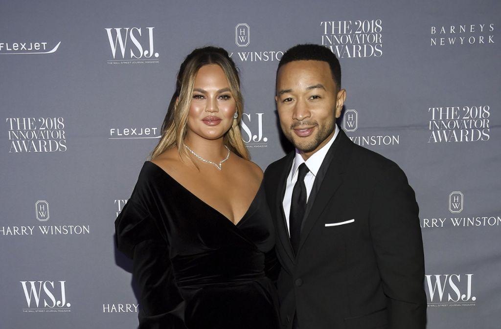 """Chrissy Teigen und Ehemann John Legend versprühten bei den """"Innovator Awards"""" den gewohnten Glanz Foto: Invision/AP"""