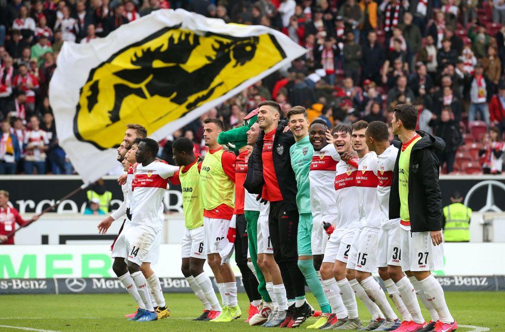 Feiertag für Fans und Spieler? Noch ist nicht vollkommen sicher, ob die Partie des VfB Stuttgart gegen Arminia Bielefeld wie geplant stattfinden wird. Foto: Baumann