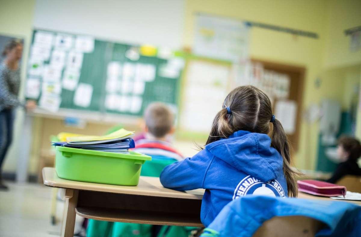 Um den besten Schutz von Schülern vor einer Ansteckung mit Corona ist ein Streit entbrannt. Foto: dpa/Marcel Kusch