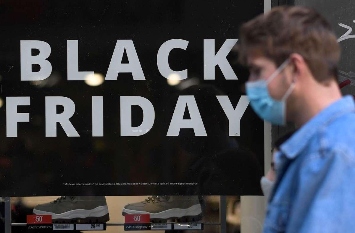 Der Black Friday wird in Frankreich in diesem Jahr um eine Woche verschoben. Damit sollen die kleinen Geschäfte geschützt werden, die wegen des Corona-Lockdowns noch geschlossen haben. Foto: AFP/GABRIEL BOUYS