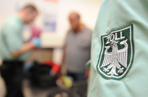 36-Jähriger versteckt 59 500 Euro in Reisegepäck