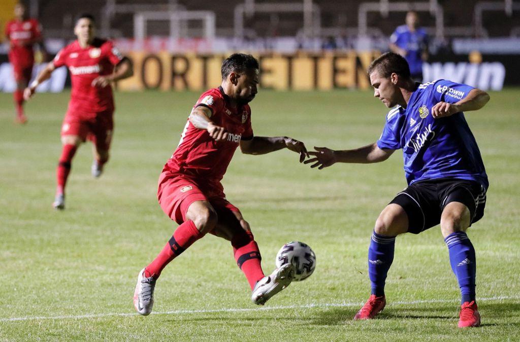 Leverkusens Karim Bellarabi gelang das dritte Tor für die Bayer-Elf. Foto: AFP/RONALD WITTEK