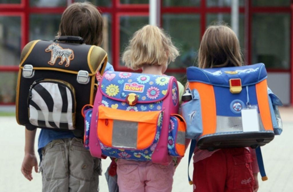 Schulkinder und ihre Eltern kehren der Haupt- und Werkrealschule den Rücken. Foto: dpa