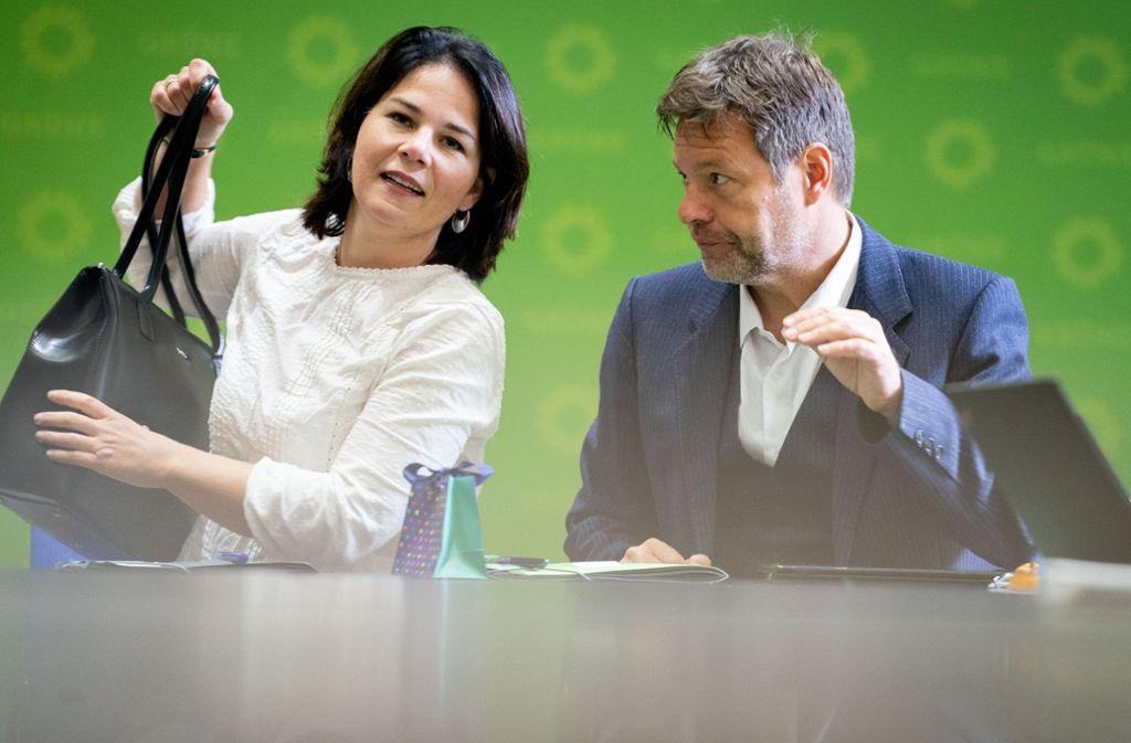 Annalena Baerbock, Bundesvorsitzende von Bündnis 90/Die Grünen, und Robert Habeck, Bundesvorsitzender, bei einer Sitzung in der Parteizentrale. Foto: dpa/Kay Nietfeld