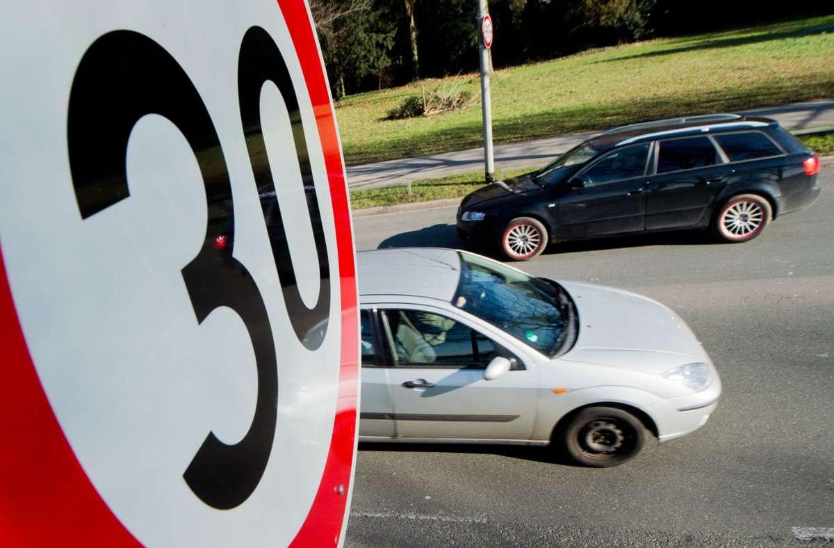 Im Saarland oder in Bayern etwa werden eingezogene Führerscheine bereits zurückgegeben. Foto: dpa/Julian Stratenschulte