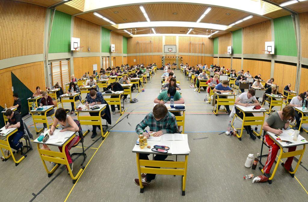Tortur Abitur: Die Prüfungen sind eine Nervenprobe für Schüler und Lehrer. Foto: dpa