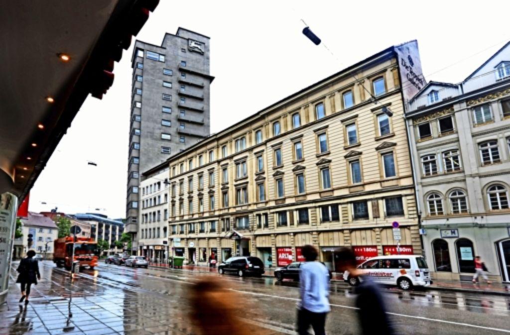 Anstelle des ehemaligen Gebäudes der Teppichgalerie wird wohl bald eine Baulücke klaffen. Foto: Horst Rudel