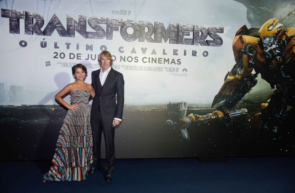 10. Juli 2017: Schauspielerin Isabela Moner (links) und Regisseur Michael Bay bei der Premiere. Foto: Getty Images South America