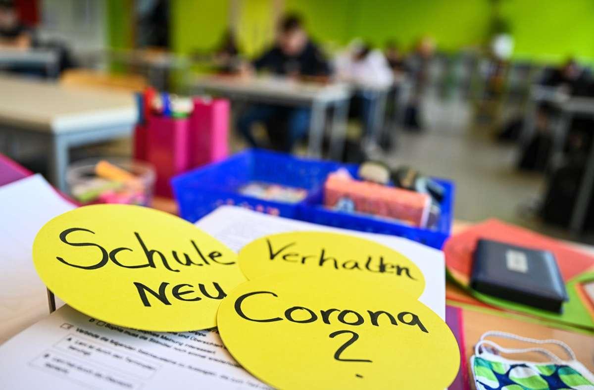 Vielen Lehrern geht die vollständige Wiedereröffnung der weiterführenden Schulen zu schnell. Foto: dpa/Felix Kästle