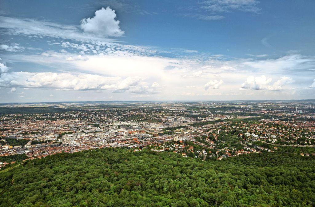 Vom Fernsehturm aus haben die Besucher einen atemberaubenden Blick über Stuttgart und bis zur Alb. Foto: Lichtgut/Christoph Schmidt