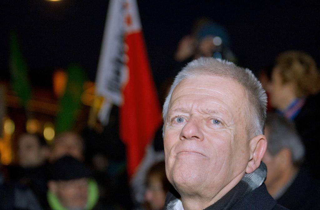 OB Fritz Kuhn will auch im diesen Jahr bei einer Demo gegen Rechts sprechen. Bereits auf einer Gegendemo zu Pegida auf dem Schlossplatz in Stuttgart hielt er im Jahr 2015 eine Rede. Damals waren 8000 Menschen zu der Kundgebung gekommen. Foto: dpa