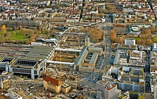 Auch weil die Arbeiten im Schlossgarten langsamer vorangehen als geplant,  prognostizieren Stuttgart-21-Gegner höhere Kosten. Foto: Grohe