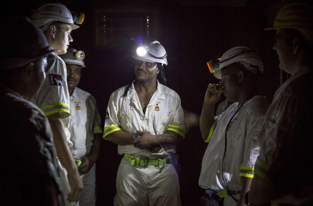 Retter bereiten sich darauf vor, mehr als eingeschlossene 900 Bergleute aus der Beatrix-Mine von Sibanye-Stillwater zu befreien. Foto: AP