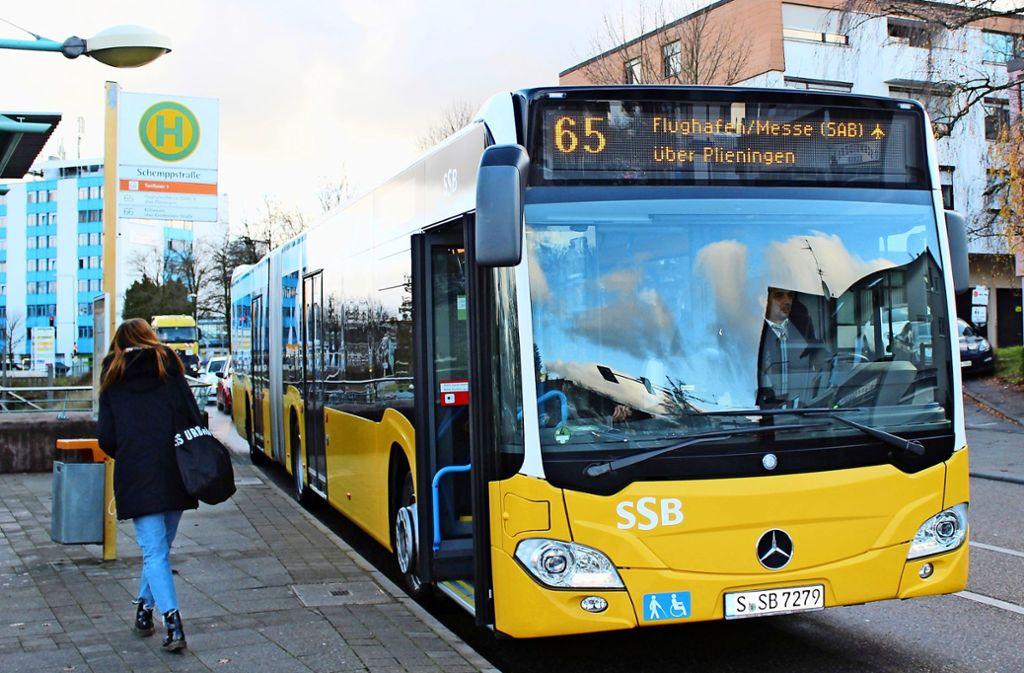 Von Sillenbuch bis zum Flughafen braucht der neue 65er-Bus 30 Minuten. Foto: Caroline Holowiecki