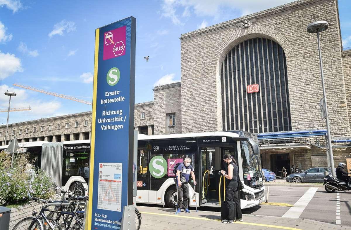 Die Ersatzhaltestelle am Stuttgarter Hauptbahnhof. Foto: Lichtgut - Ferdinando Iannone/Ferdinando Iannone