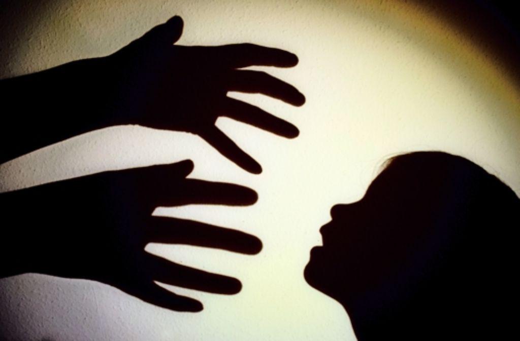 Nicht nur wenn Kinder Opfer von Straftaten werden, beugt  eine Videoaufnahme bei der ersten Vernehmung vor, dass sie im Strafprozess erneut aussagen müssen. Foto: dpa
