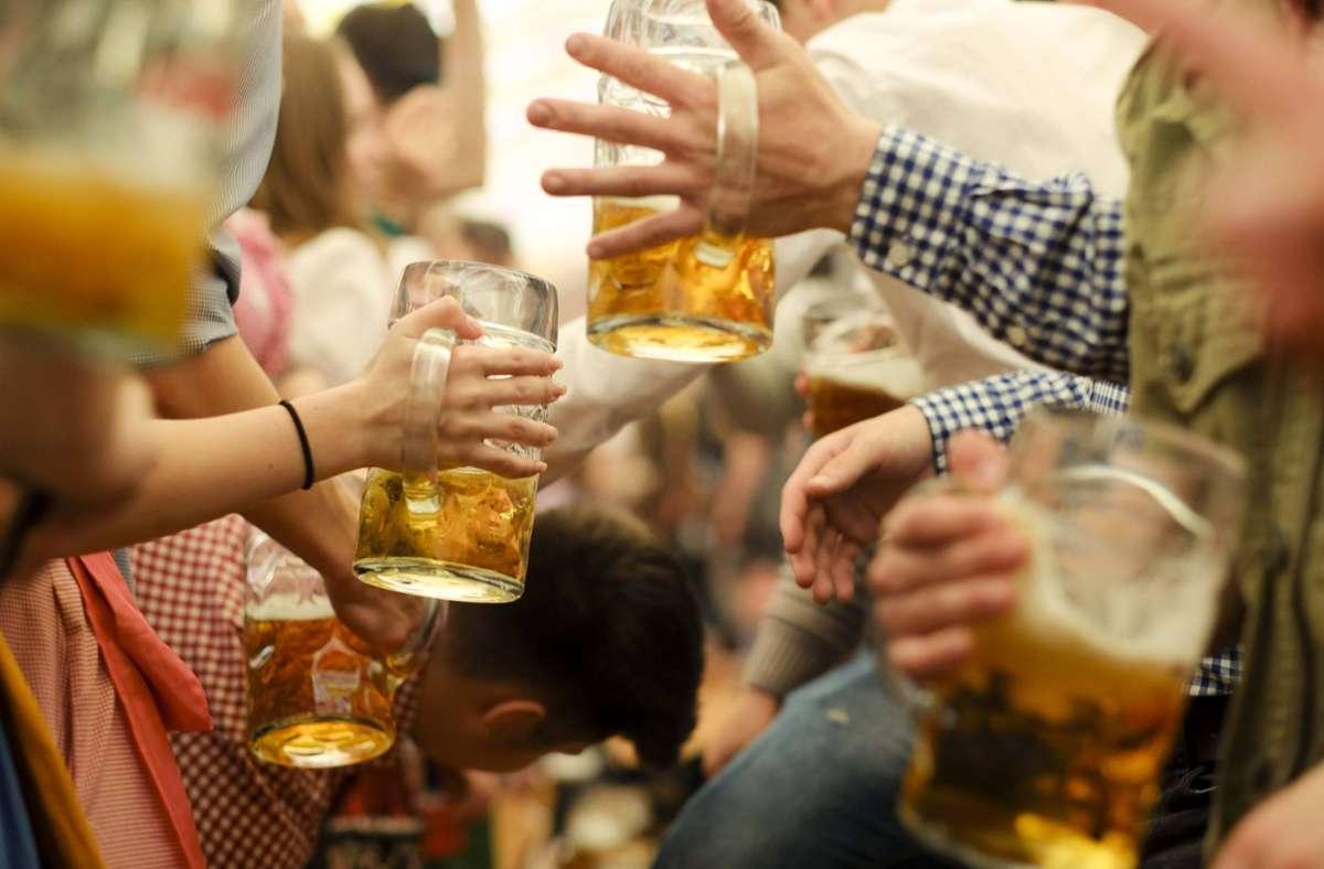 Das Cannstatter Volksfest auf dem Wasen wurde erneut abgesagt. (Archivbild) Foto: imago images/Lichtgut/Leif Piechowski via www.imago-images.de
