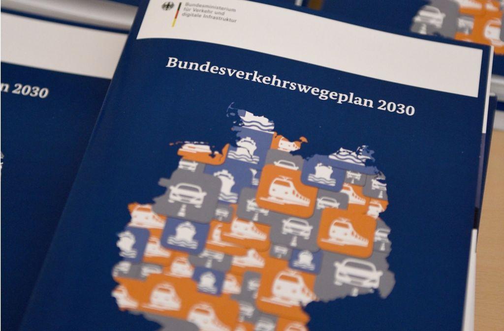 Der Bundesverkehrswegeplan bis 2030 wurde am Mittwoch vom Bundeskabinett beschlossenen. Foto: dpa