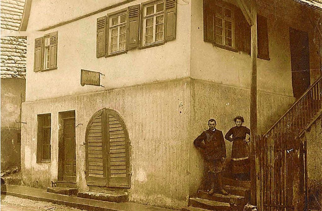 Adolf Falk  mit Ehefrau Karoline vor ihrem Haus. Foto: Stadtarchiv Remseck am Neckar