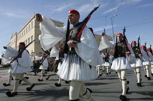 Griechen feiern 200 Jahre Unabhängigkeit mit Parade in Stuttgart