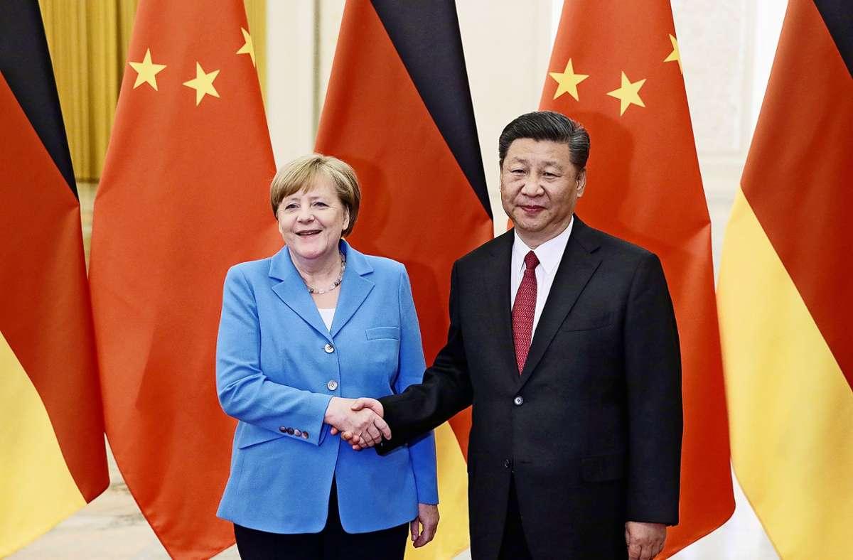 Angela Merkel und Xi Jinping pflegen seit Jahren einen intensiven Kontakt – hier beim Besuch der Kanzlerin in Peking im Mai 2018. Foto: AP/Jason Lee