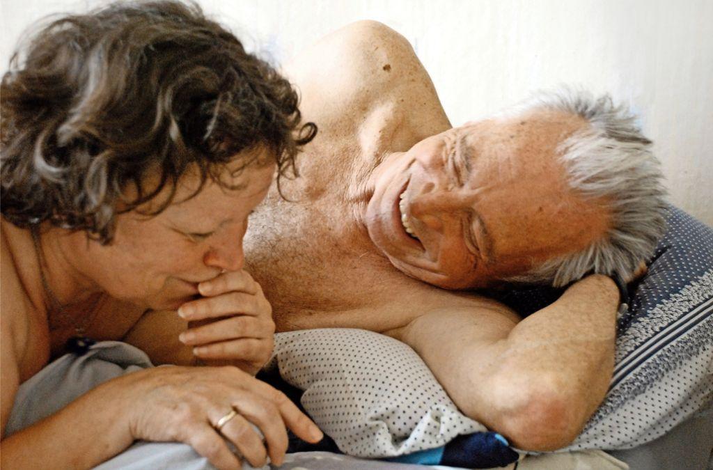 """Sexuelles Verlangen verschwindet im Alter nicht – wie hier in einer Szene aus dem Film """"Wolke 9"""". Foto: 2008 - Rommel Film / Foto: Andreas Dresen"""