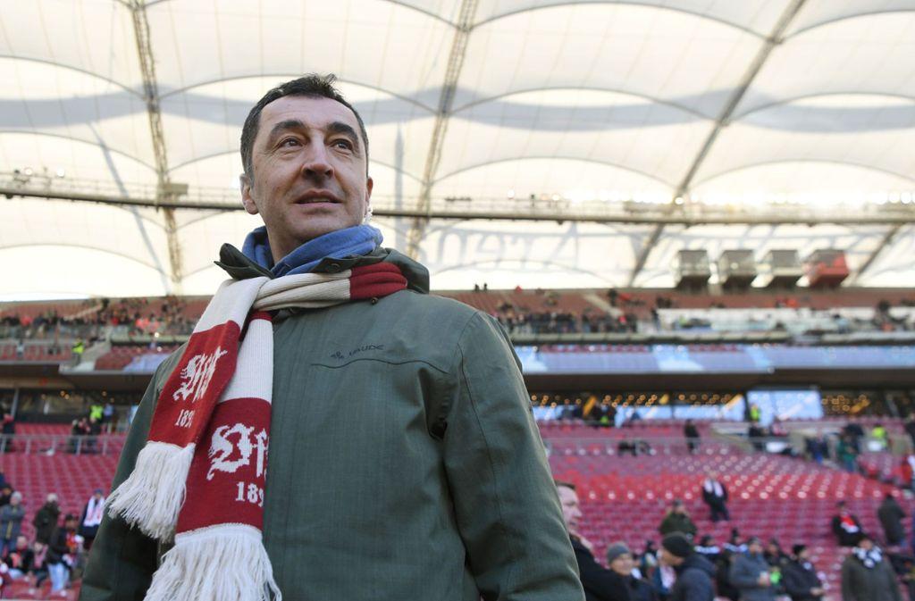 Bekennender VfB-Fan: Grünen-Politiker Cem Özdemir Foto: dpa/Marijan Murat