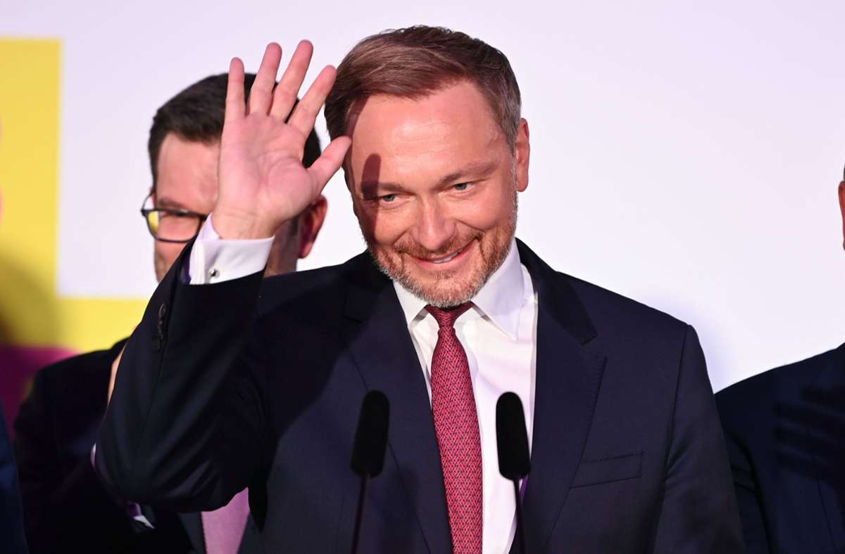 FDP-Christian Lindner ist nach der Wahl sichtlich zufrieden. Foto: dpa/Sebastian Kahnert