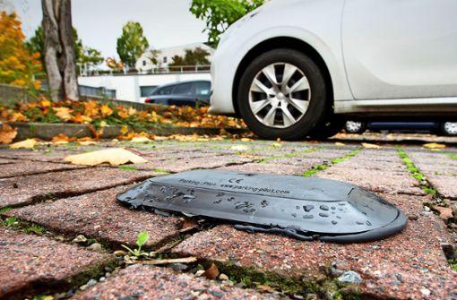 Sensoren messen die Parkdauer vor dem Supermarkt