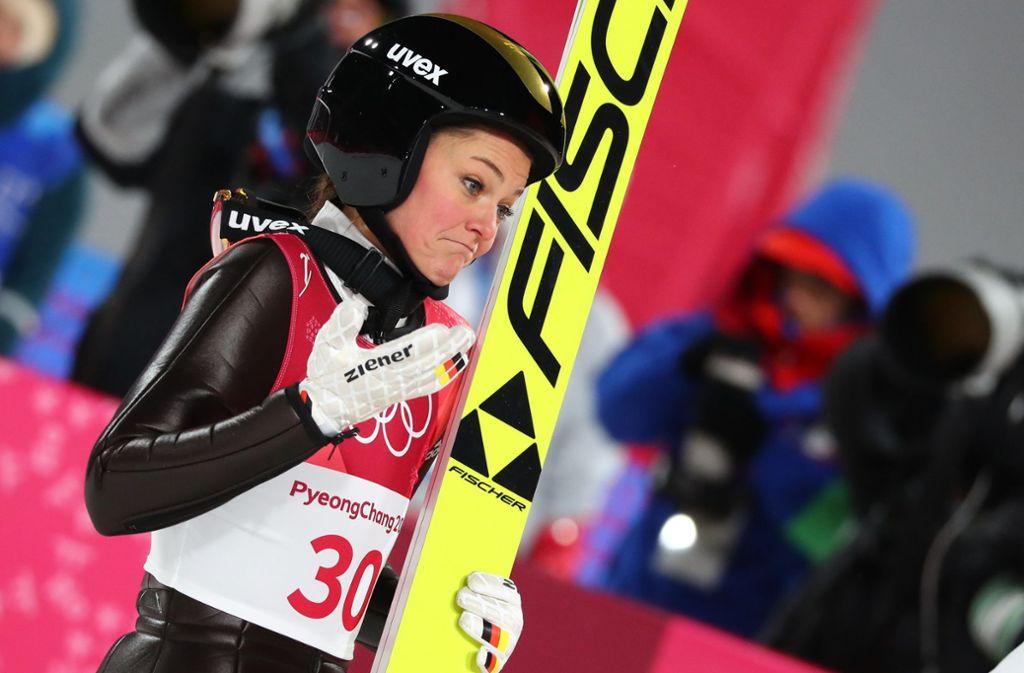 Leidet noch an den Folgen eines Kreuzbandrisses: Skispringerin Carina Vogt. Foto: dpa/Daniel Karmann
