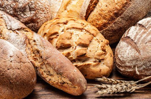 Brotkasten, Kühlschrank oder Stoffbeutel? Wir geben Ihnen 12 Tipps, wie Sie Brot richtig lagern und aufbewahren.