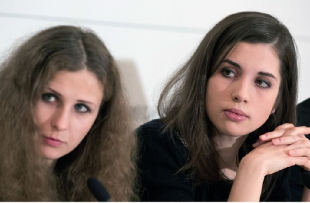 Pussy Riot in Berlin: Nadeschda Tolokonnikowa und Maria Aljochina (links). Foto: dpa