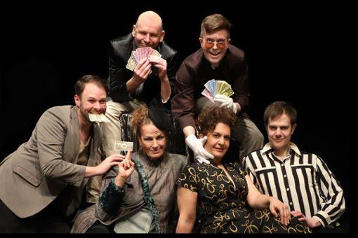 Ein Teil des Revisor-Ensembles (von oben im Uhrzeigersinn): Udo Rau, Michael Ransburg, Jens Woggon, Schirin Brendel, Martina Guse und Stefan Müller-Doriat.