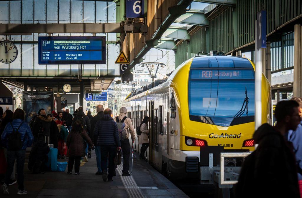 Für die Go-Ahead-Züge sind zu viele Fahrgäste zuweilen nicht zu bewältigen. Die Züge bleiben dann einfach stehen. Foto: Lichtgut/Achim Zweygarth