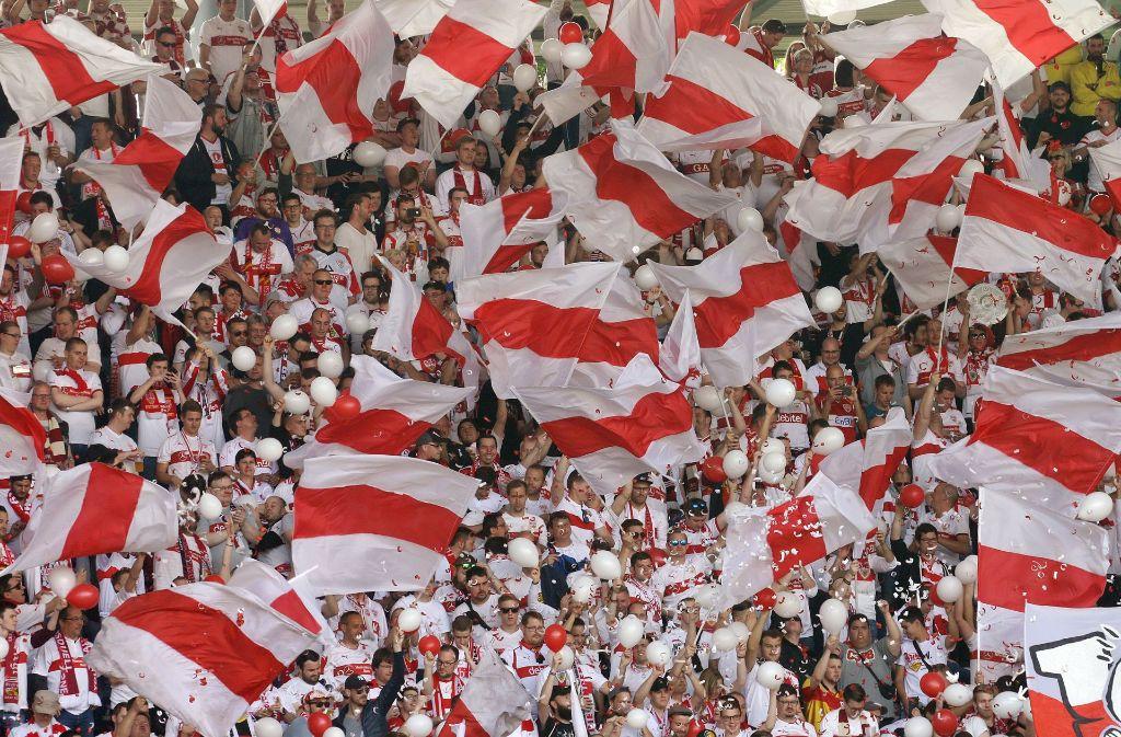 Die Fans des VfB Stuttgart freuen sich auf eine große Party am Sonntag. Foto: Pressefoto Baumann