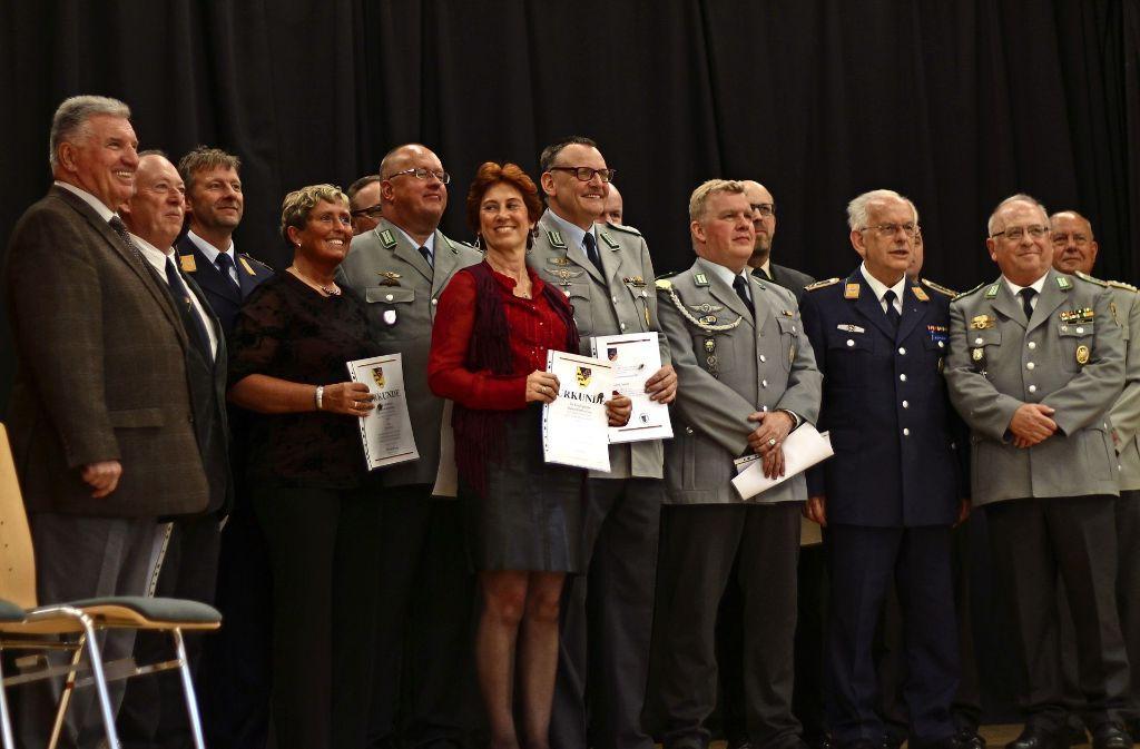Ob in Zivil oder in Uniform: Beim Jahresempfang der Reservisten wurden etliche Soldaten mit Urkunden geehrt. Foto: Sabrina Höbel