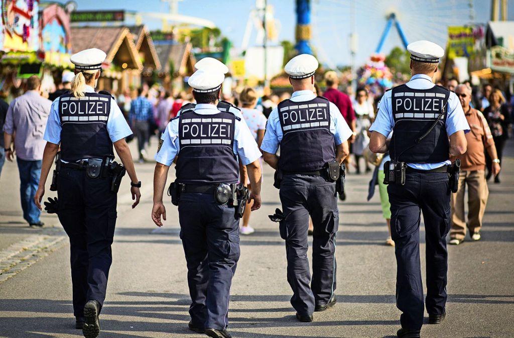 Die Polizei in Stuttgart versucht nun herauszufinden, um welchen Kollegen es sich handelt (Archivbild). Foto: dpa