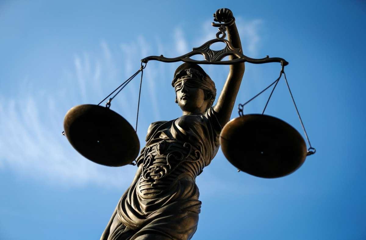 Zum Prozessauftakt haben die Angeklagten geschwiegen. (Symbolbild) Foto: picture alliance / dpa/David Ebener