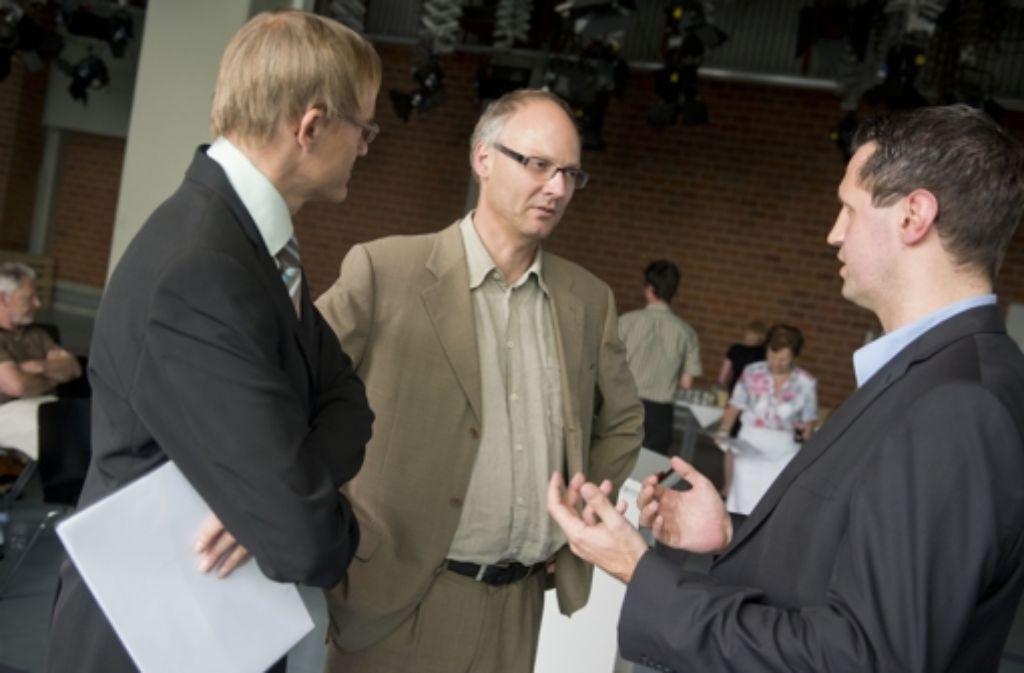 Der StZ-Politikredakteur Michael Trauthig im Gespräch mit den beiden Referenten Arne Manzeschke und Marius Pflüger (von links) Foto: Martin Stollberg