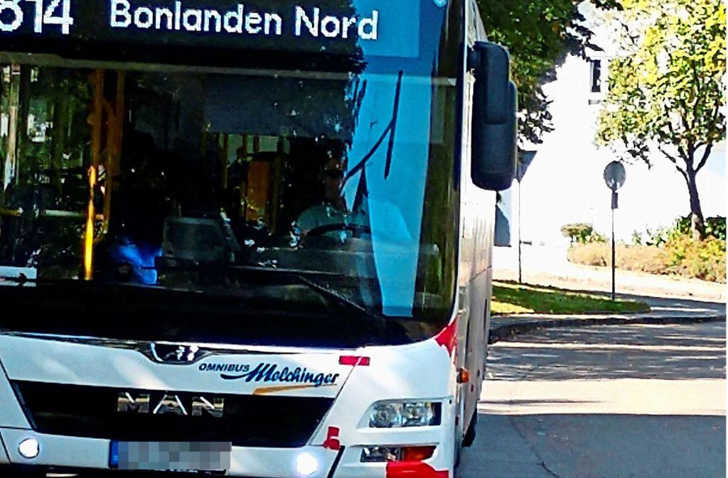 Ein Realschüler hat den Zustand mehrer Melchinger-Busse fotografiert. Bei diesem sind Stellen mit Klebeband abgeklebt. Foto: privat