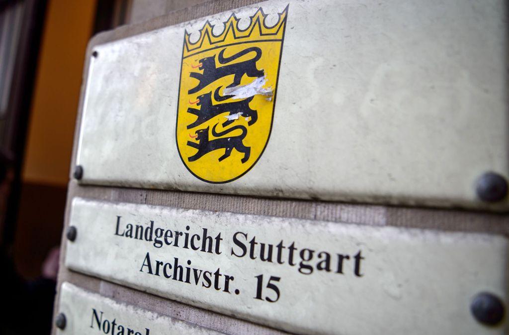 Ein 20-Jähriger muss sich vor dem Landgericht Stuttgart verantworten (Symbolbild). Foto: dpa